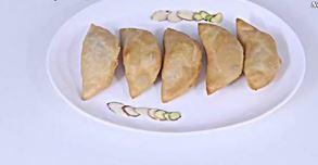 Olya Naralachi Karanji (Coconut karanji)